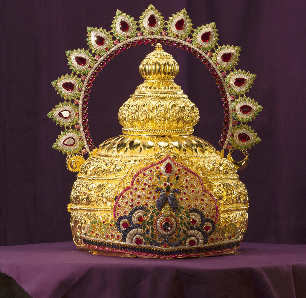 Shreemant Dagdusheth Halwai Ganpati Mukut (Crown) Studded With Diamonds, Stones And Gemstones Like Ruby, Emerald Etc And Is Designed By PNG Jewellers