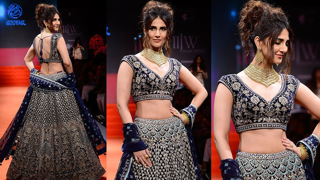 Vaani Kapoor In A Polki Bridal Necklace Set, Bangles And Rings Designed By Azva With A Midnight Blue Lehenga By Anita Dongre At IIJW2017