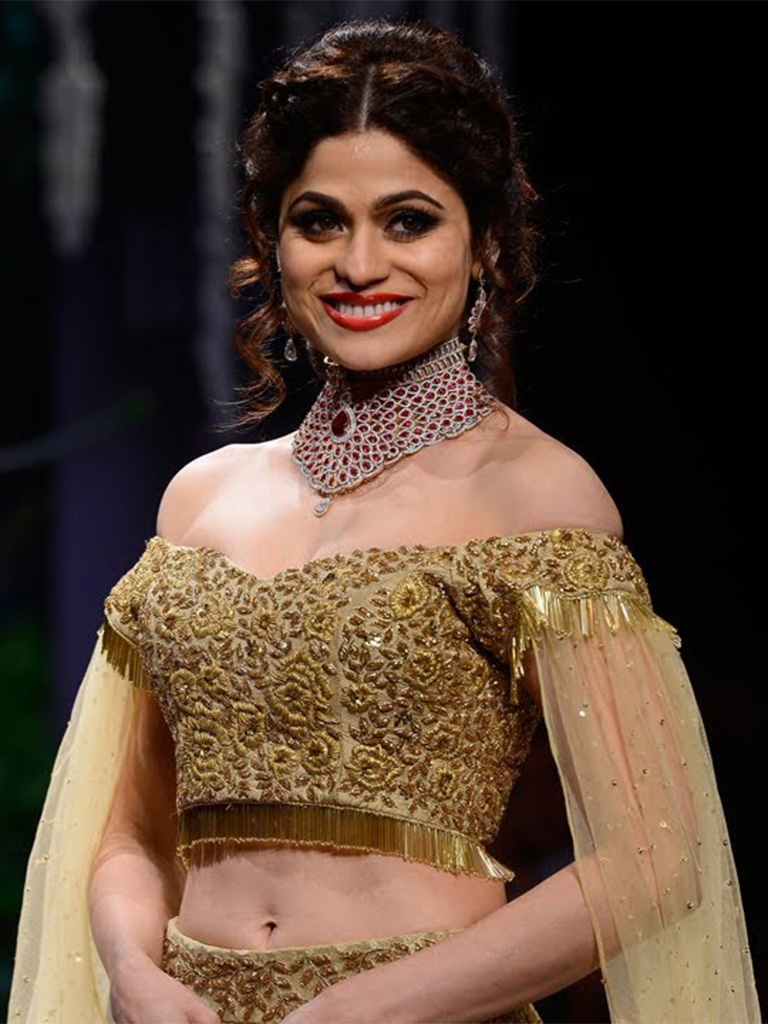 "Shamita Shetty Adorning The ""Modern Bride Collection"" By Surya Golds At IIJW 2017. Her Destination Wear Choker Is Crafted In Gold And Studded With Swarovski Zirconia Gracefully Carried Over A Golden Manali Jagtap Lehenga. PC- YouTube"