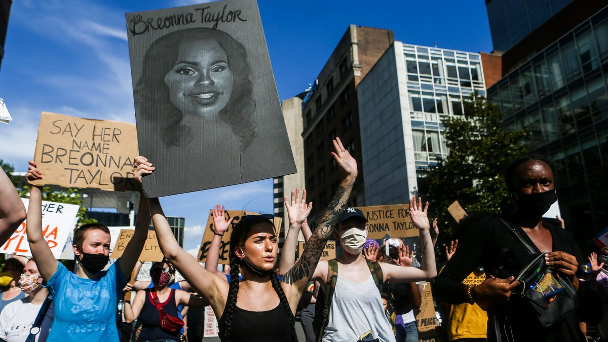 kanye-west-gap-clothing-breonna-taylor-law-lawyer-arrested-protest-lebron-james-latest-news-global-world-stories-friday-september-2020-style-rave