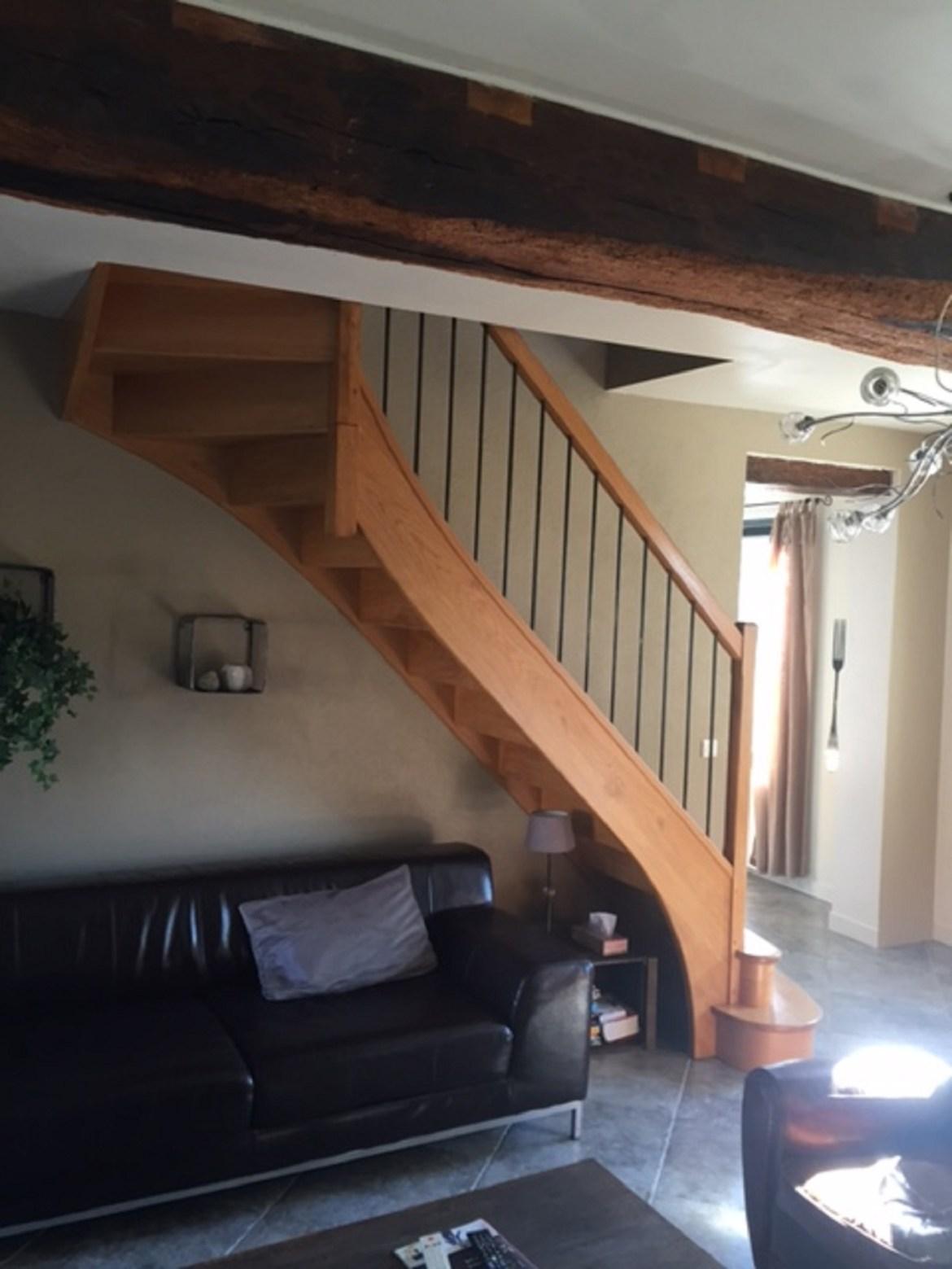 Styl'escalier : Gamme Prestige escalier chêne avec balustres fer et limon courbe