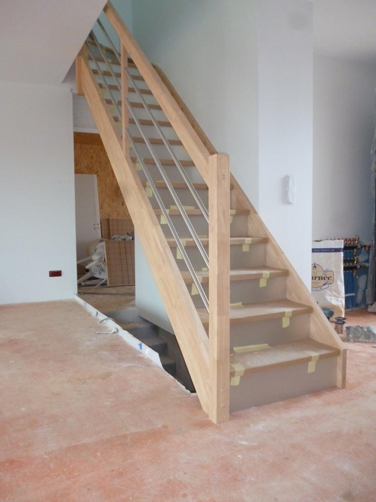 Styl'escalier : Gamme Création escalier hévéa avec contremarches plaqués et tubes inox paralléles