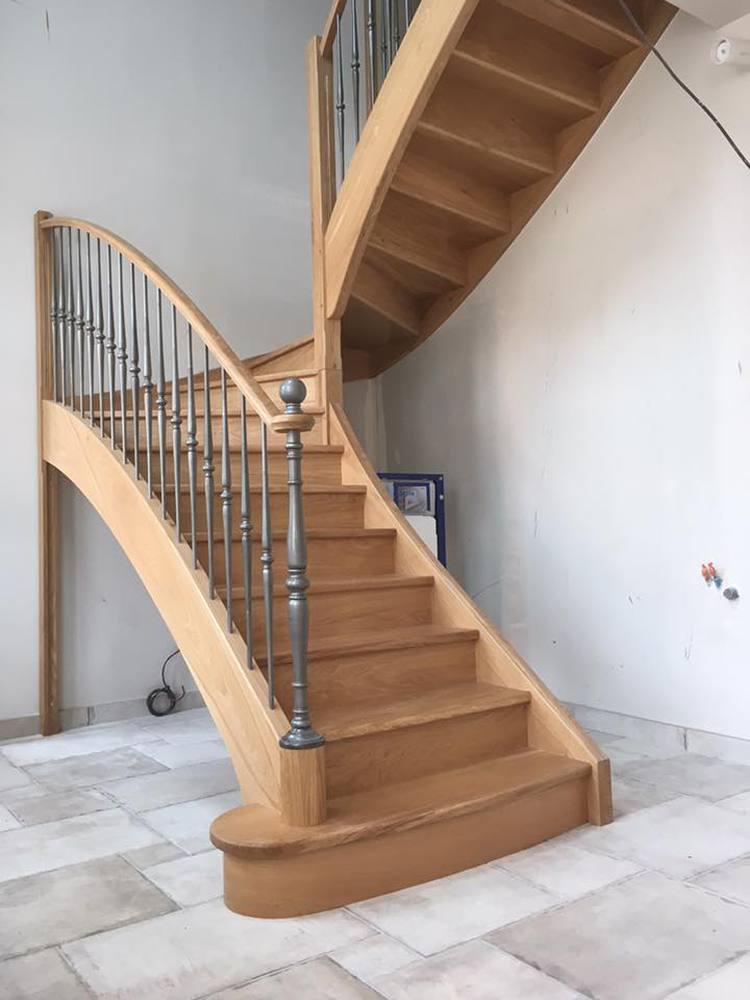 Styl'escalier Gamme Prestige escalier chêne ensemble avec ferronnerie et poteau métallique