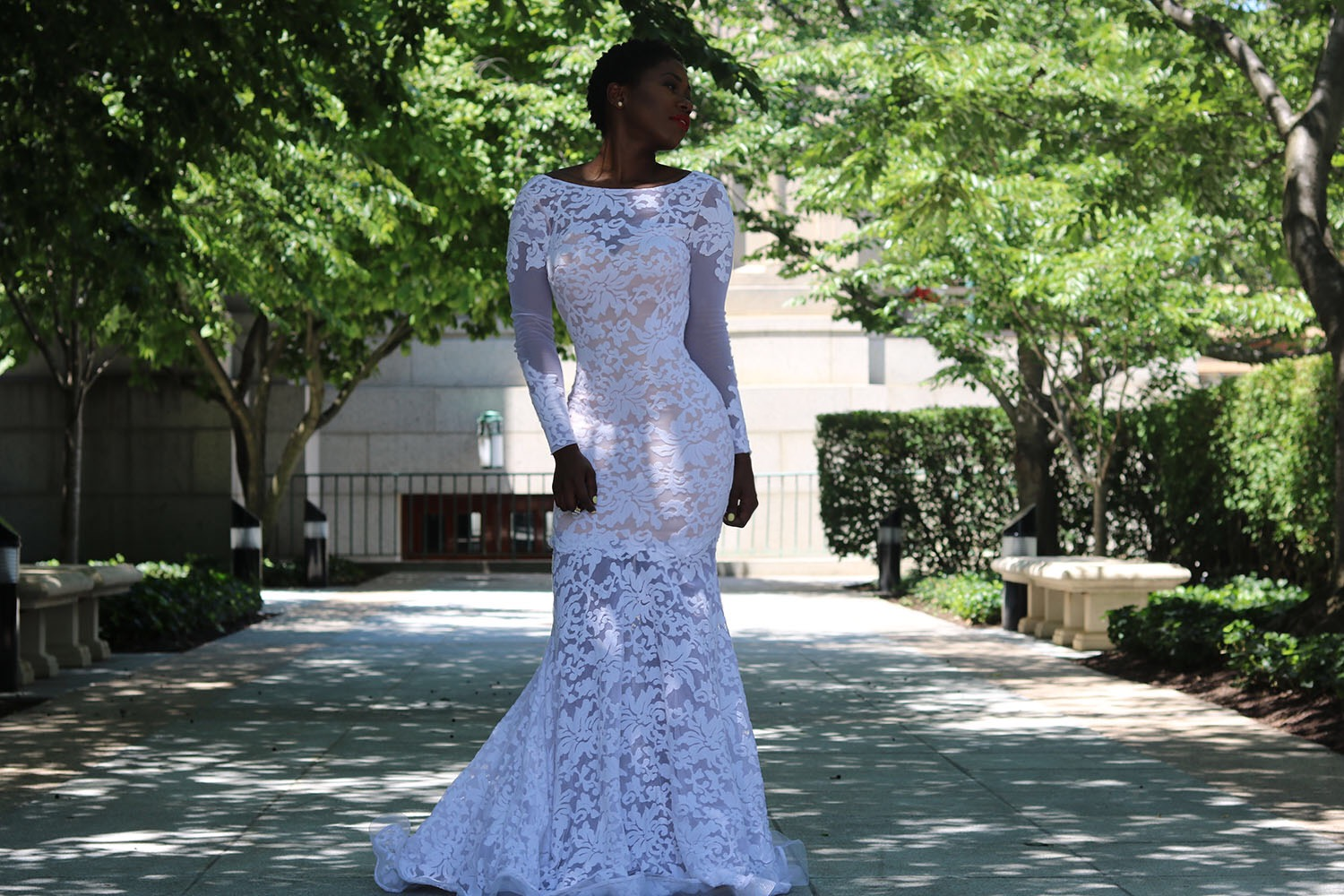 style synopsis lace wedding gown