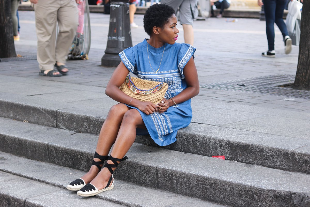 CHAMBRAY DRESS & ESPADRILLES IN PARIS