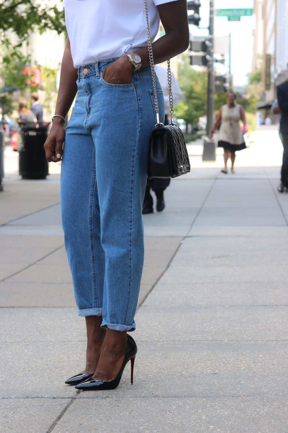 style synopsis-mom-jeans-quilted-bag-styles