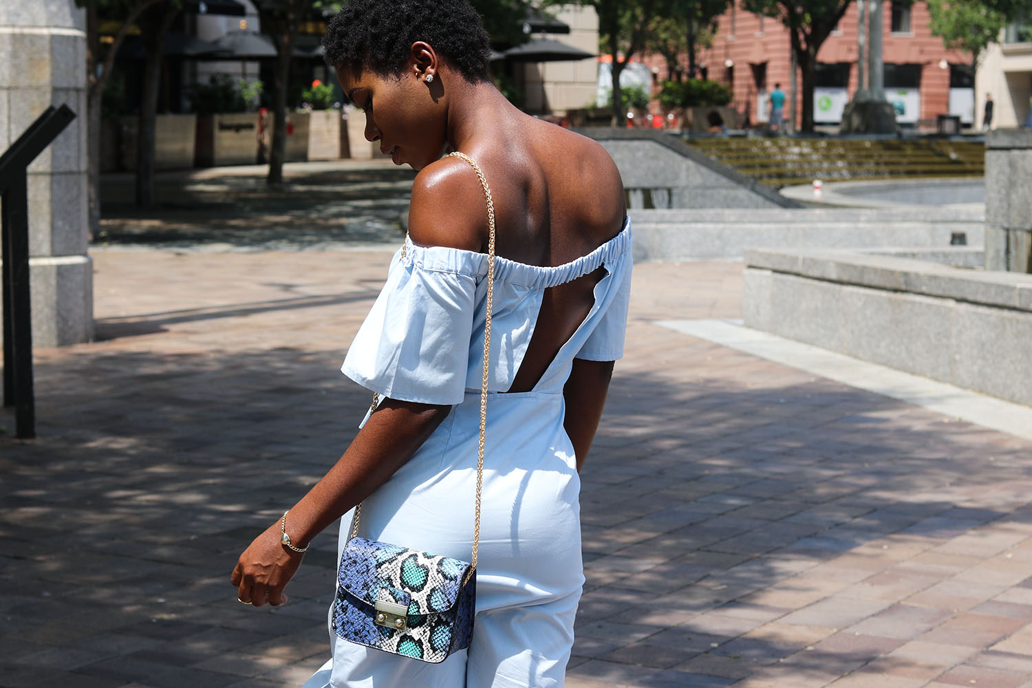 style synopsis open back styles