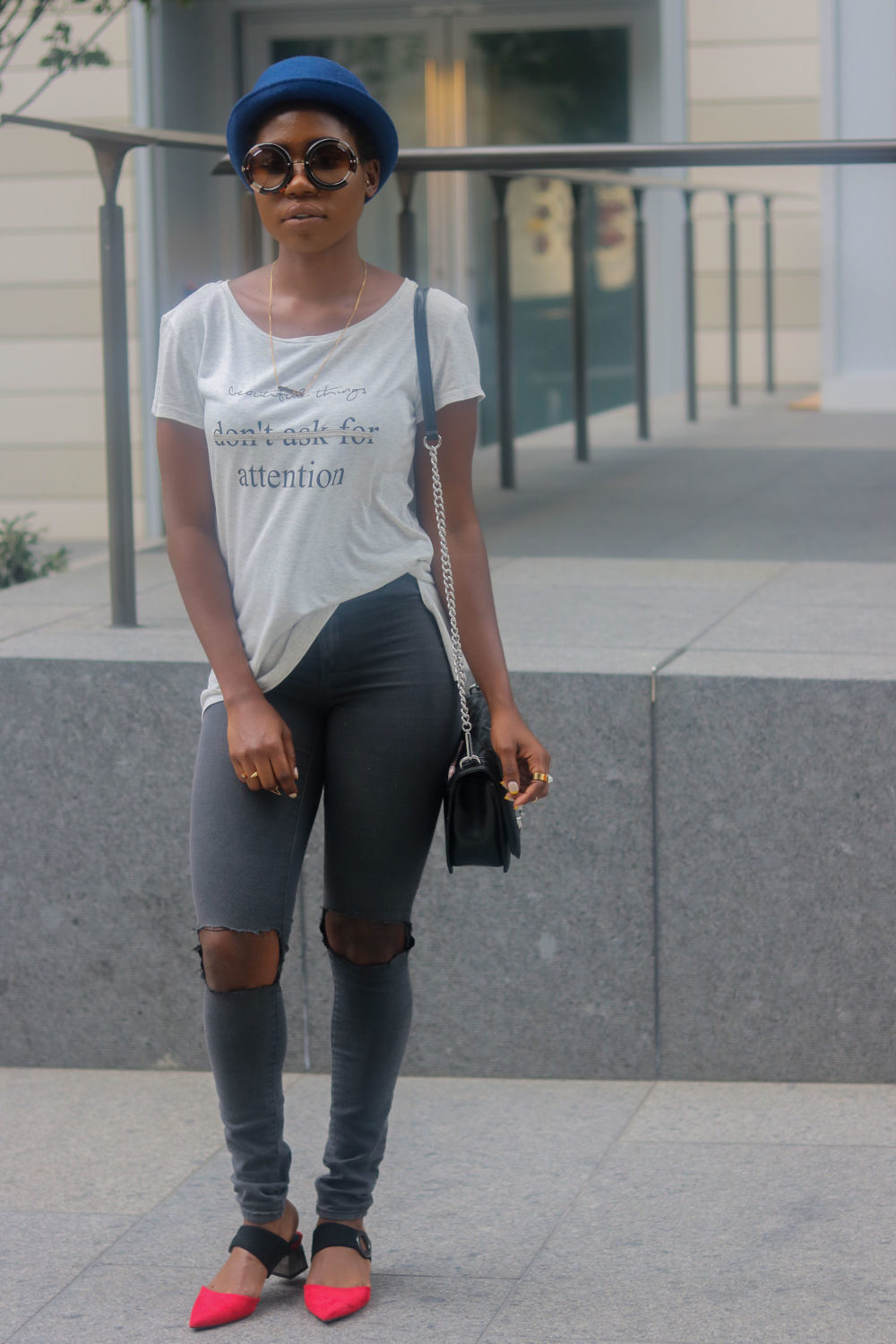 style synopsis ripped jeans & tee