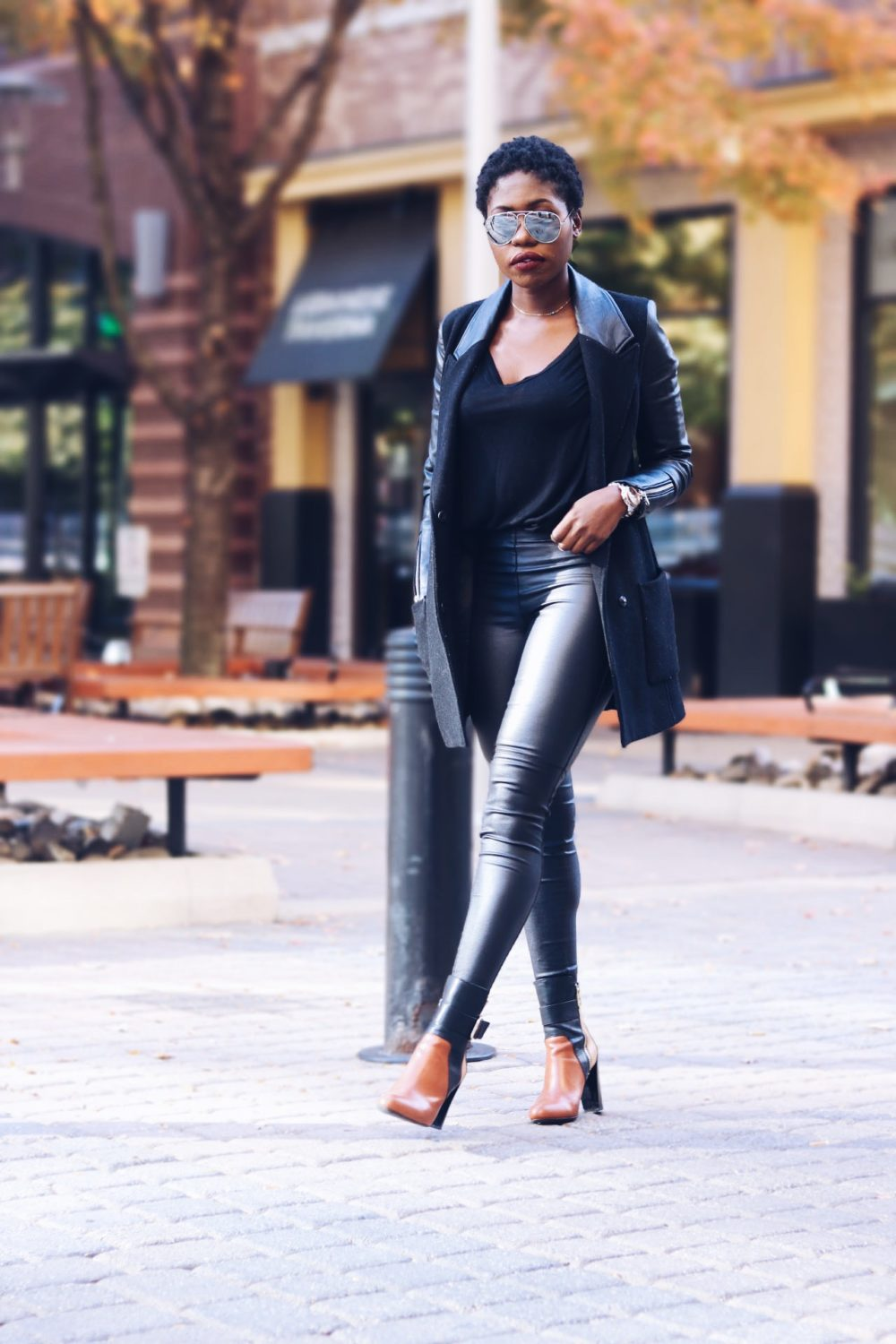 style-synopsis-black-contrast-coat