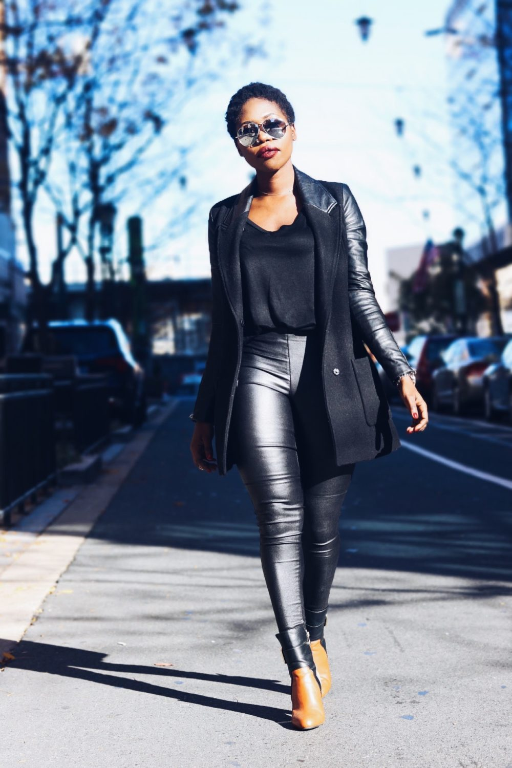 style-synopsis-black-leather-leggings-black-tee