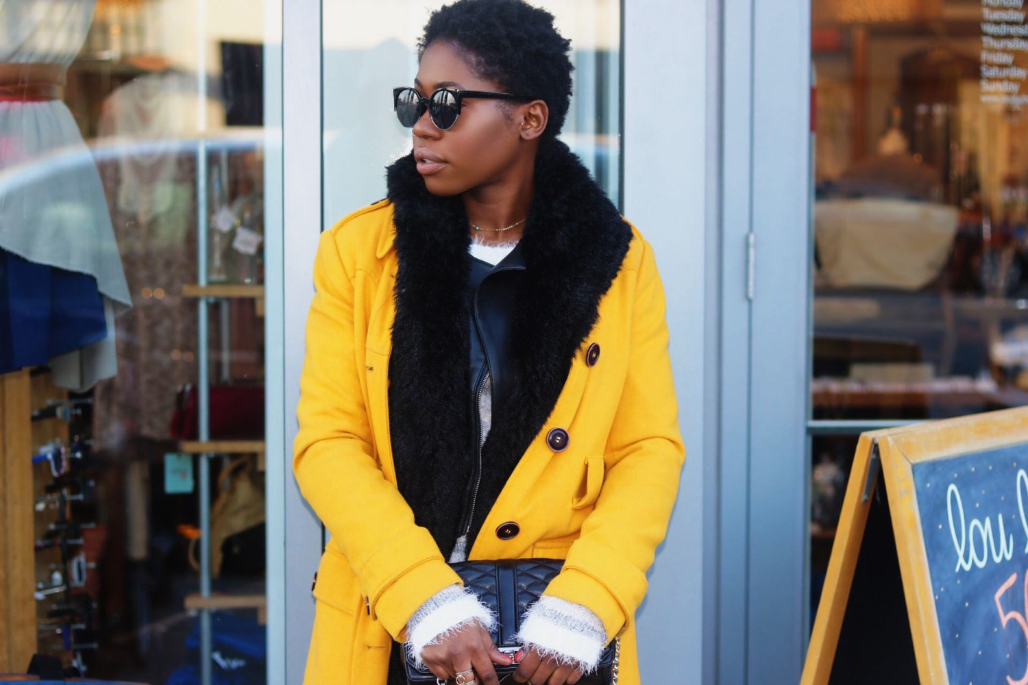 style-synopsis-fur-vest-yellow-trench-look