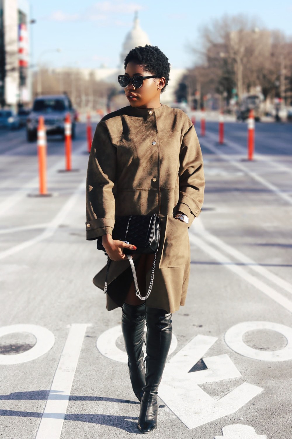 style-synopsis-khaki-coat-black-leather-shoes-look