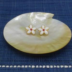 Enamel White Daisy Earrings