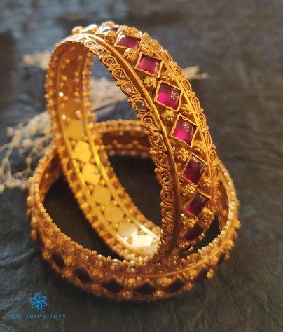 Ornate Gold bangle Design