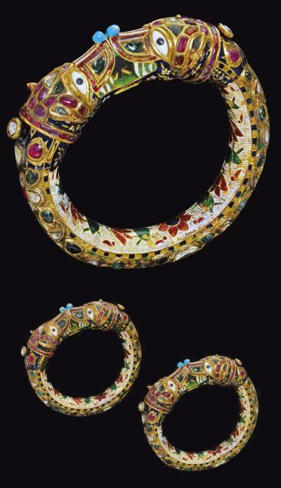 The enamelled and circular bangle design