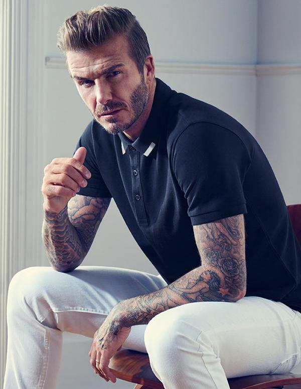 muška moda David Beckham H&M kako kombinirati plavu polo majicu i bijele traperice