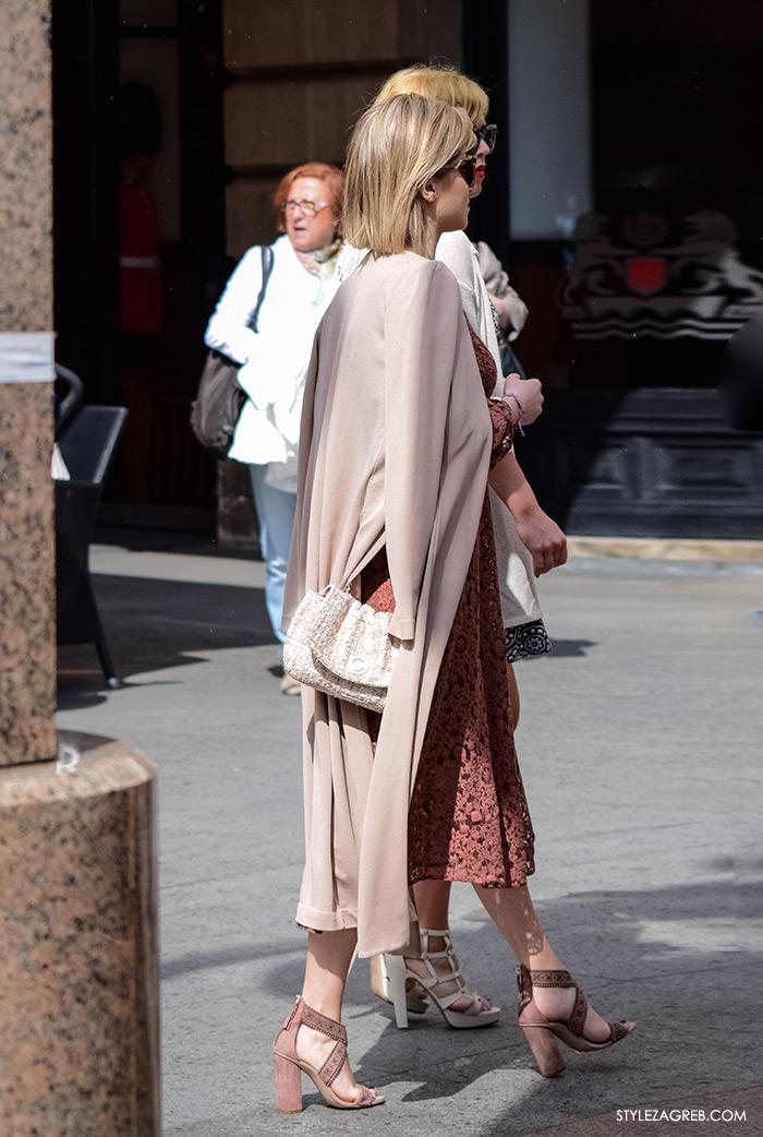 Zagreb ulična moda, Style Zagreb proljeće street style cro moda fashion žena hr, kako nositi prljavo roza čipka haljina Zara i dugi džemper, stil Ecija Ivušić