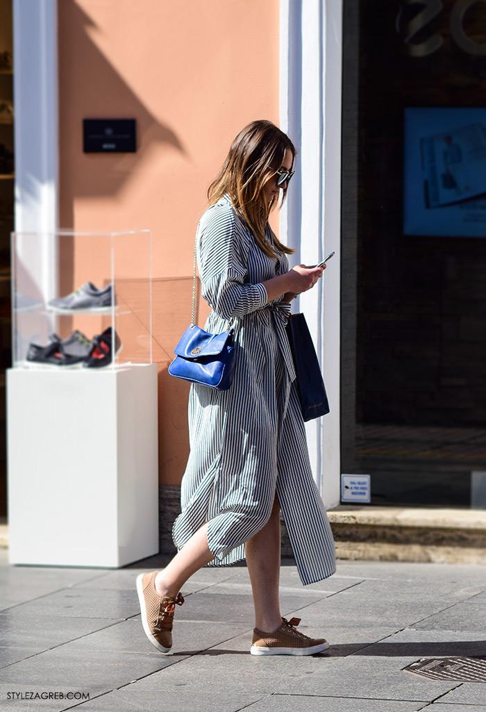 street style Zagreb Cest is d'Best program, ulična moda zagrebačka špica subota proljetna ženska moda midi prugasta haljina tenisice
