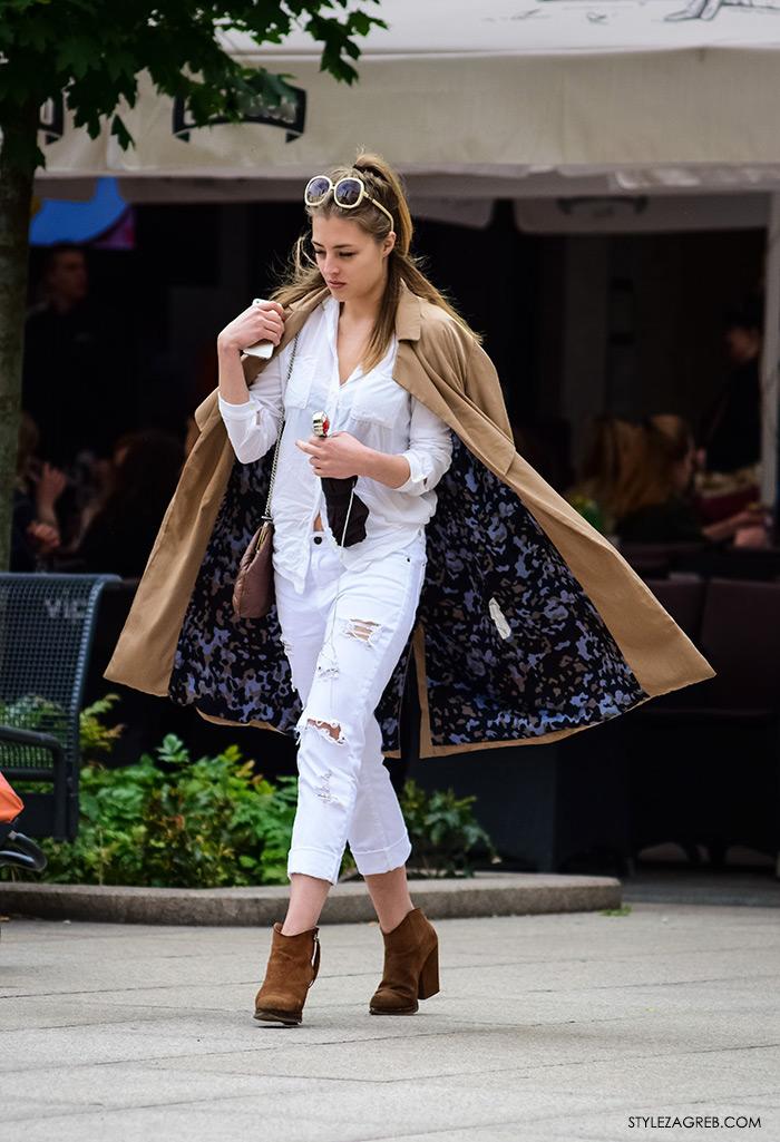 Street style Zagreb Brigita Siništaj, ljetna moda kako nositi bijele podrapane traperice, lepršavi baloner i čizme gležnjače