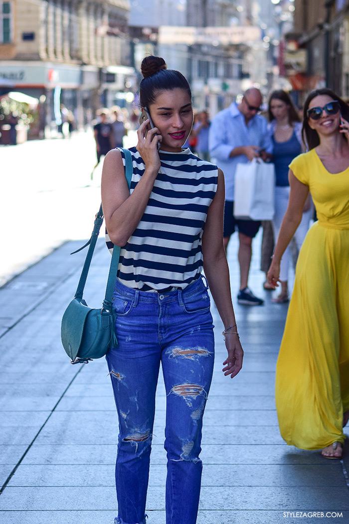 Ljeto ženska moda zagrebačka špica, street style Zagreb, kako nositi prugastu majicu i podrapane traperice