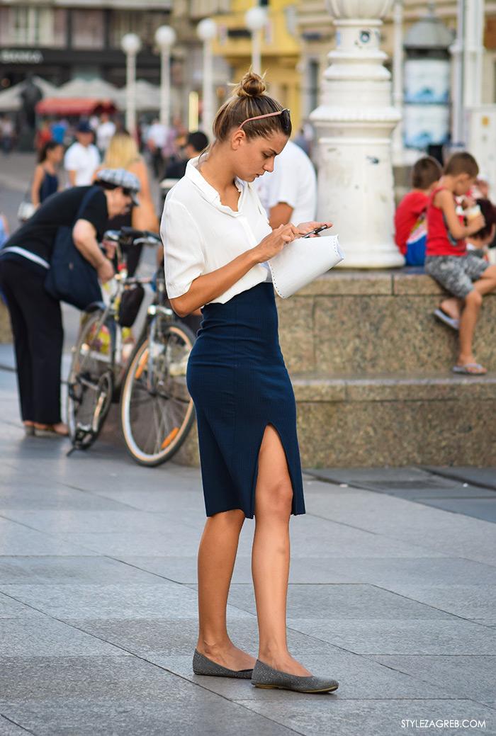 Poslovna moda 2016 jesen žena savjeti kako zagreb street style ulična moda kombinacije uska plava suknja šira široka bijela košulja poslovni look outfit styling