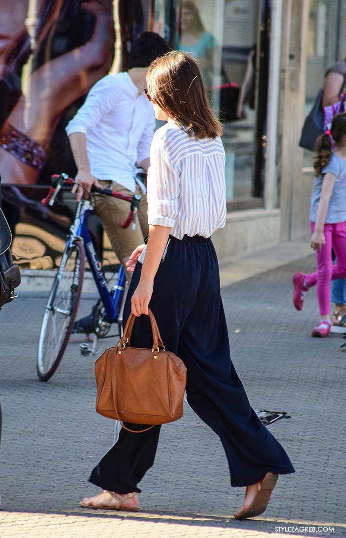 Poslovna moda 2016 jesen žena savjeti kako Zagreb street style ulična moda kombinacije poslovni look outfit styling široke tamno plave hlače, prugasta košulja