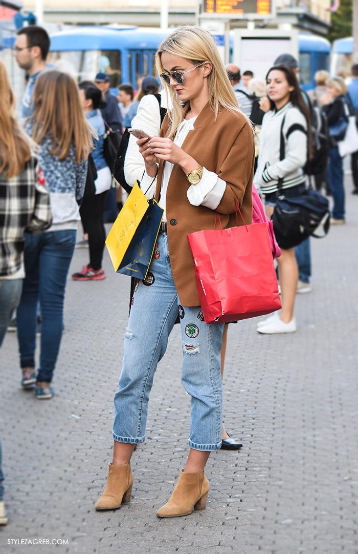 Street style Zagreb osobni stil Franka Bliznac kombinacija traperice ukrasne zakrpe patches styling moda jesen 2016, čizme gležnjače, sako boje karamela