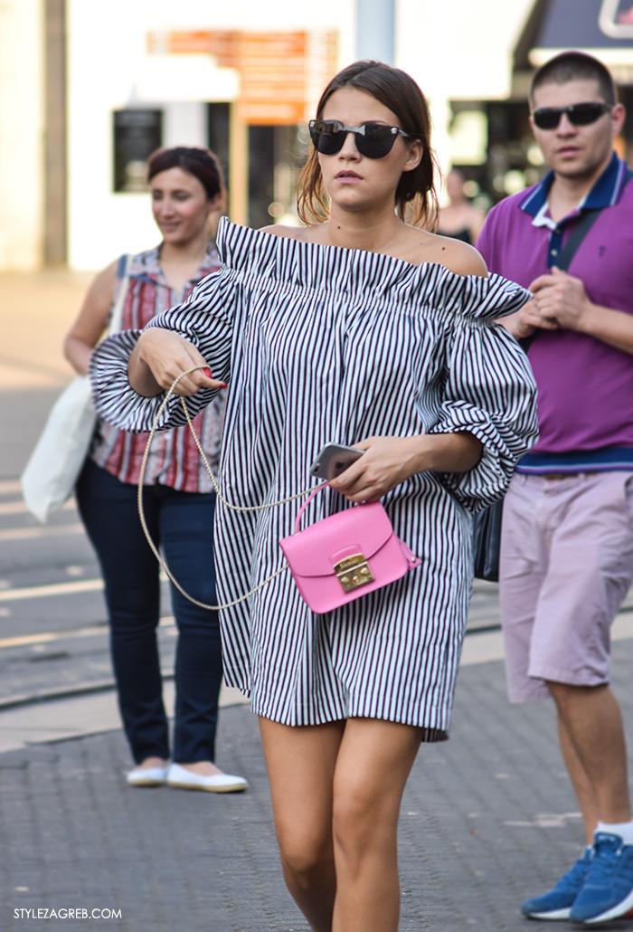 Street style Zagreb ulična moda rujan 2016 kraj ljeta, prugasta tunika off the shoulder i mini roza torbica