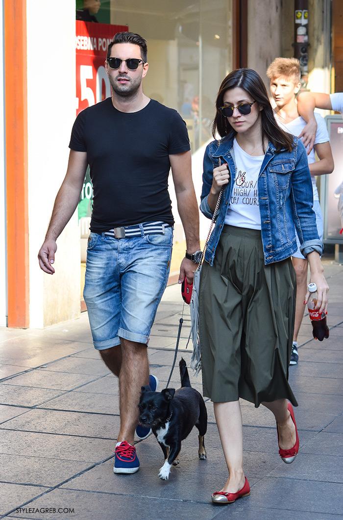 street style Zagreb moda jesen rujan 2016, kako kombinirati midi maslinasta suknja, crvene balerinke, traper jakna, cool t-shirt, par s psom, muška moda traper bermude, plave tenisice i crna majica