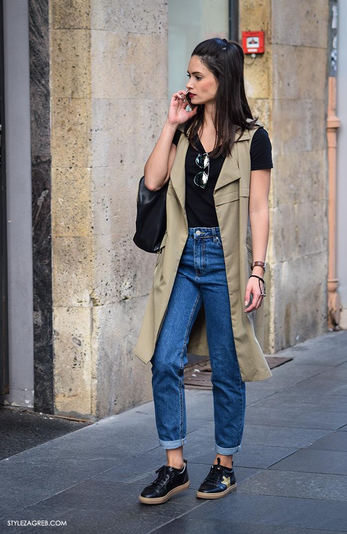 street style Zagreb moda jesen rujan 2016, lijepa žena, crveni ruž, maslinasti baloner bez rukava, mammy vintage jeans, crne tenisice, ulična moda Zagreb Hrvatska