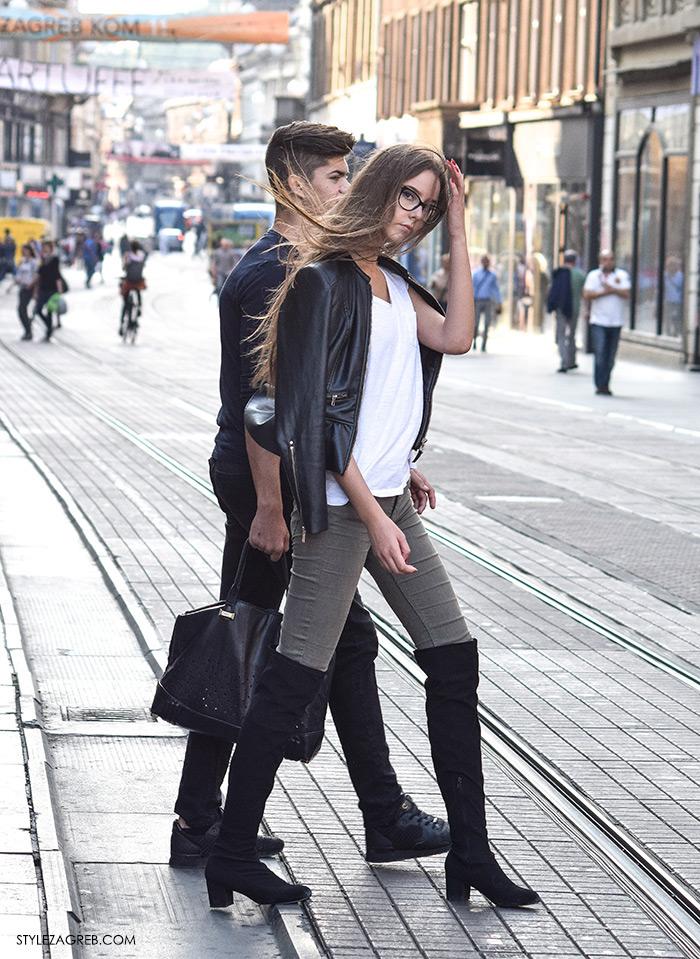Kako kombiniati čizme preko koljena ženska top popularna najbolja moda jesen zima 2016 Zagreb street style Zagreb Croatia street fashion Instagram. Kombinacija crne čizme preko koljena, skinny sive traperice, bijela majica, kožna jakna