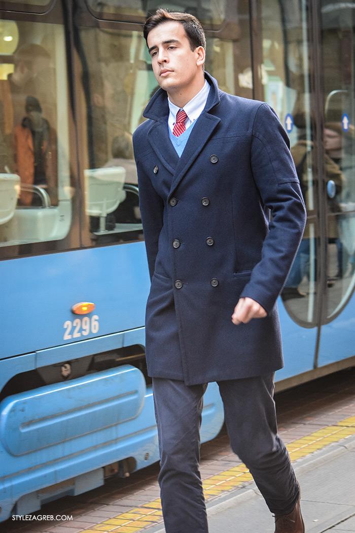 Mens styling, men fashion designer, top street fashion blogs, fashion styling tips Street Style Zagreb muška moda navy peacoat mornarska jakna muškarac na Ilici u plavom mornarskom kaputiću ideje za muško poslovno odijavanje