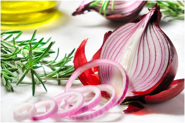 Natural ways to treat hair loss with Onions