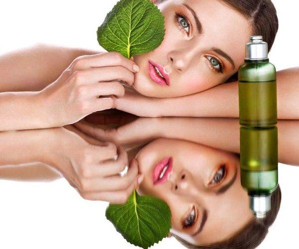 Tea tree oil to remove acne