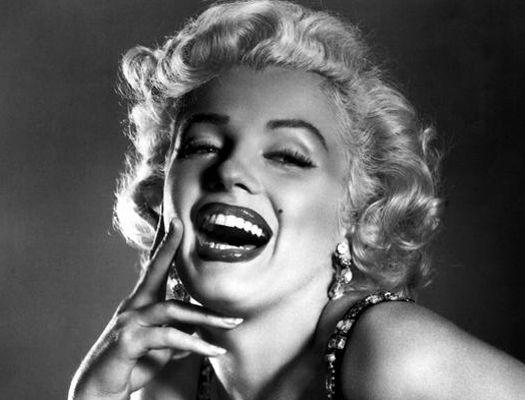Marilyn Monroe's Nostalgic 40s Hairstyle