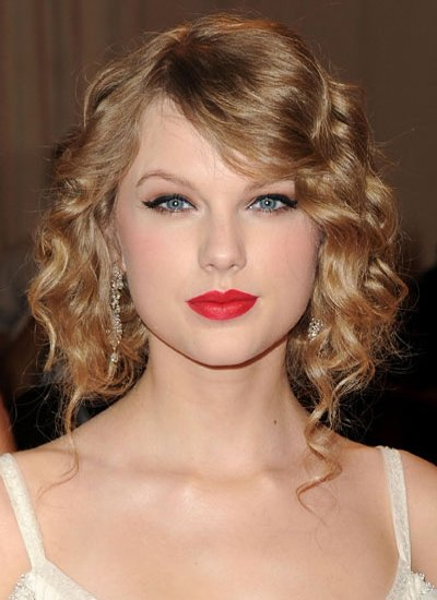Taylor Swift's Curly up-do