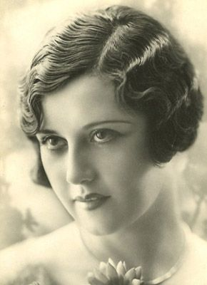 1920s women Hairstyles.