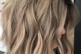 Messy Waves with Short Bob Haircuts for 2018