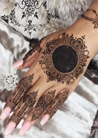 Stunning Mehndi Designs to Follow Right Now