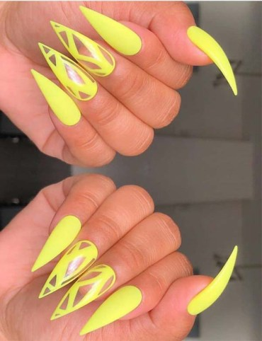 Unique Yellow Nail Arts and Designs to Wear in 2019