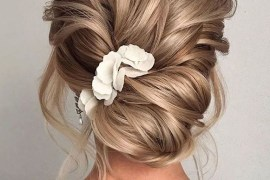 Simply Stunning Updos for Women to Create in 2019