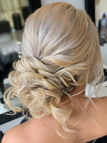 Gorgeous Updos and Bun Styles to Create in 2020