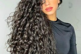 Delightful Style of Curly Hairstyle for 2021 Young Girls