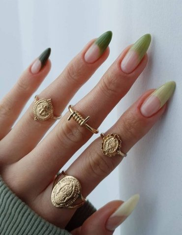 Green Trendy Nails Style for Your Finger