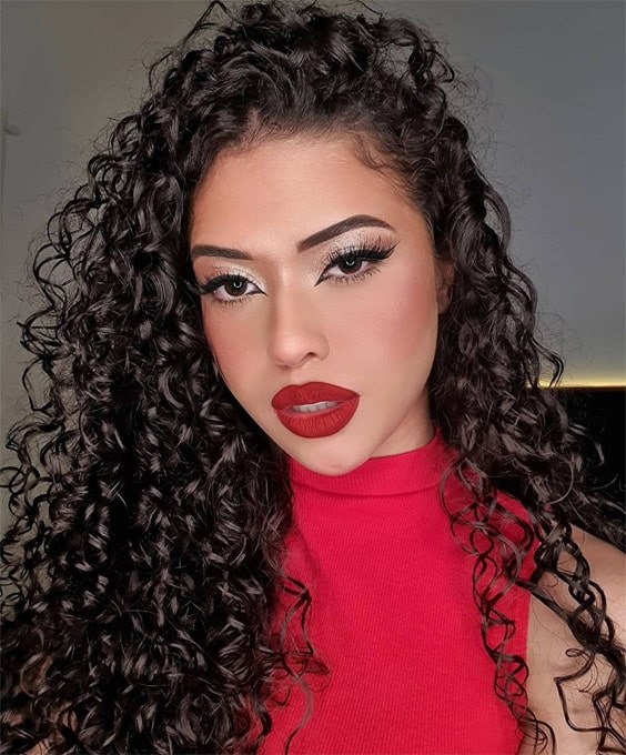 Lovely Curly Hair and Makeup Style In 2021