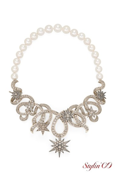 Hydra inspired necklace in Noble Gold with pearls and cognac diamonds