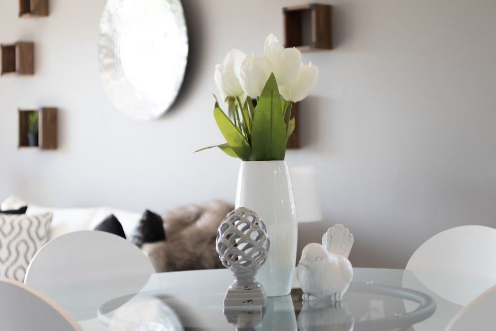 vase with flowers on living room table