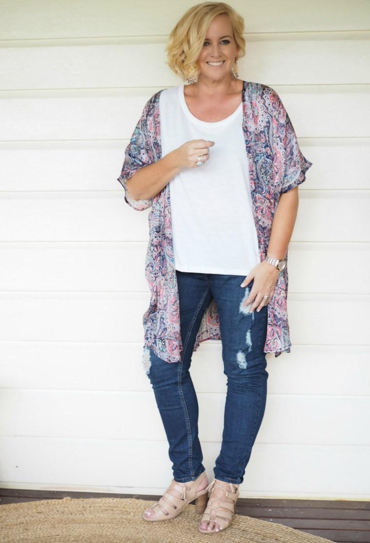 Iland Co kimono (medium)   Sassind tee   Bohemian Traders jeans   FRANKiE4 Footwear EMMA heels