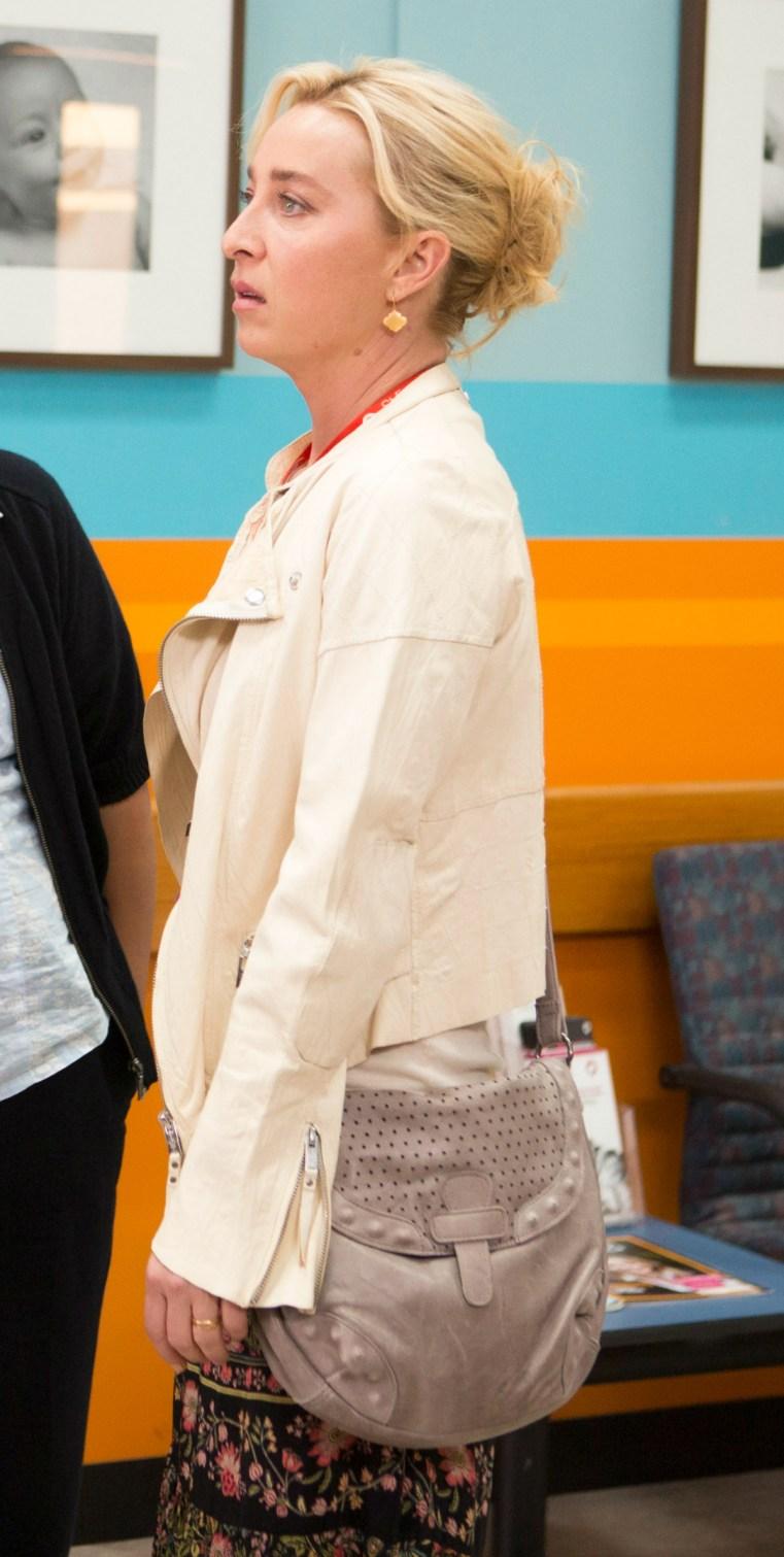 Nina Proudman Season 7; Episode 8 - feature bag