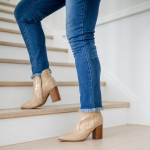 How to style ankle boots with jeans and dresses for autumn-winter 2019